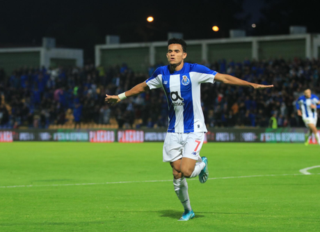 O lateral colombiano Díaz anotou dois gols (Foto: Reprodução/Porto)