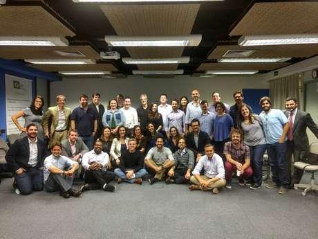 Reunião de membros do movimento Agora!; entre eles, Luciano Huck