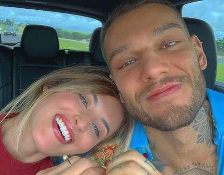 O cantor Lucas Lucco e a noiva Lorena Carvalho.