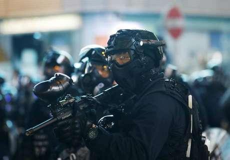 Manifestantes desafiam proibição e protestam em Hong Kong