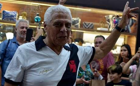 Dinamite vive tarde especial em loja do Vasco na Zona Sul: 'Um privilégio este carinho'| Rafael Arantes / Lancepress