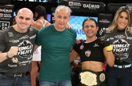 Natália Silva brilhou no Jungle Fight no DAZN 96 e conquistou o cinturão na noite de sábado (Foto: Rafael Lavô)
