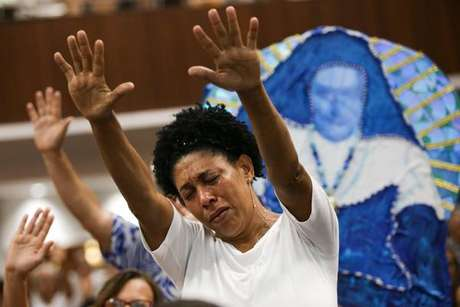 Missa para Irmã Dulce atrai quase 50 mil fiéis em Salvador