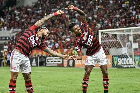 Gabigol e Bruno Henrique comemoram gol na partida entre Flamengo e Fluminene, válida pela 27ª rodada do Campeonato Brasileiro 2019, no Maracanã