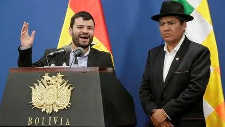 Ministros Manuel Canelas (E) e Diego Pary convidaram 'embaixadores de Brasil e Argentina, o encarregado de negócios dos EUA' para acompanhar processo eleitoral