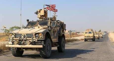 Comboio de veículos militares norte-americanos após sair do norte da Síria 21/10/2019 REUTERS/Ari Jalal