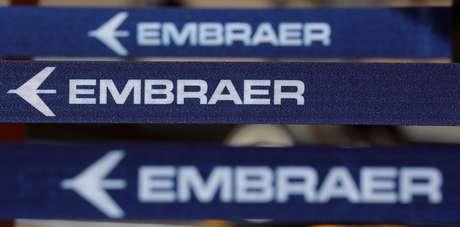 Logotipo da Embraer aparece em feira no aeroporto de Congonhas, São Paulo. 14/8/2018. REUTERS/Paulo Whitaker