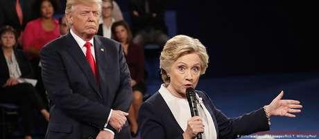 """Hillary Clinton e Donald Trump em debate eleitoral: além de insultos e calúnias, futuro presidente empregou táticas de """"bully""""  em 2016"""