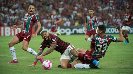 Nino fez pênalti em Gabriel, ignorado pela arbitragem, mesmo com revisão no monitor (Alexandre Vidal / Flamengo)