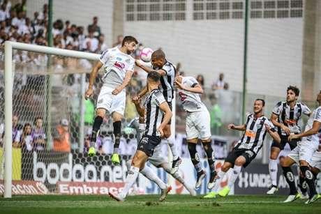 Léo Silva marcou o segundo gol do Galo na vitória sobre o Santos- (Bruno Cantini/Atlético-MG)