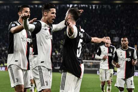 Cristiano comemora gol marcado contra o Bologna (Foto: AFP)