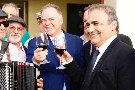 Ricardo Merlo (direita) com o governador do Espírito Santo, Renato Casagrande (centro), em junho