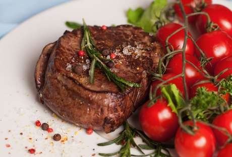 Como assar carne no sal grosso: veja as dicas do TudoGostoso