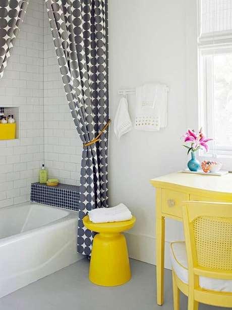 47. Esta cortina para banheiro com bolinhas é muito moderna. Foto: Casa Vogue