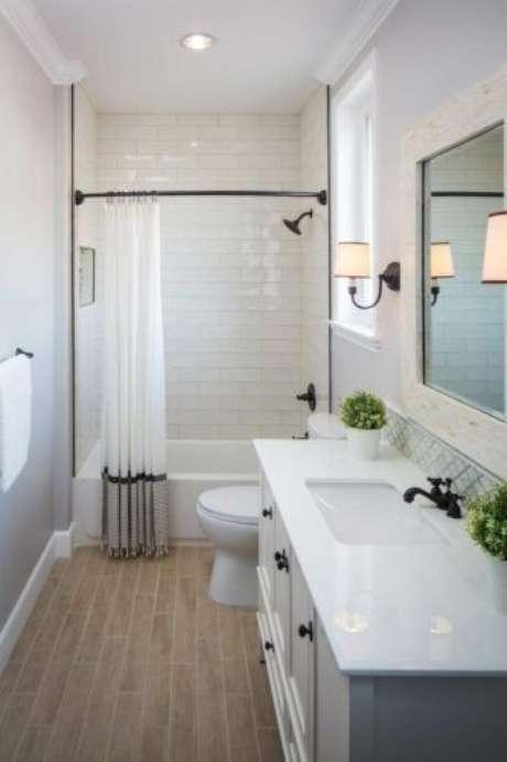 23. A cortina para banheiro deve promover privacidade. Foto: Conexão Decor
