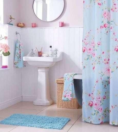 13. Sua cortina para banheiro pode ser florida. Foto: Pecansth Home Decor