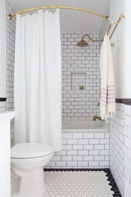 9. A cortina para banheiro também pode ser instalada de diferentes formas. Foto: Pinterest