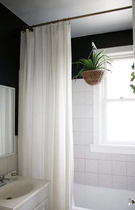 6. A cortina para banheiro pode ser simples. Foto: Design Modern