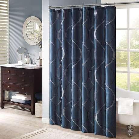 57. O azul escuro deixou esta cortina para banheiro muito interessante. Foto: Totally Furniture