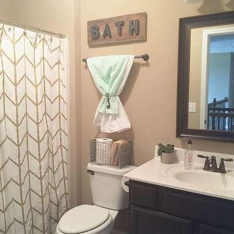 65. A cortina para banheiro pode ser muita coisa ao mesmo tempo. Foto: Você Precisa Decor