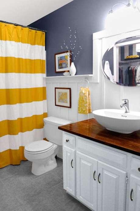 56. O amarelo é interessante em cortina para banheiro. Foto: Minha Casa Minha Cara
