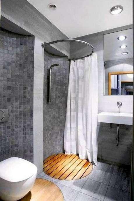 34. A cortina para banheiro serve até mesmo para box circular. Foto: Decoratifo