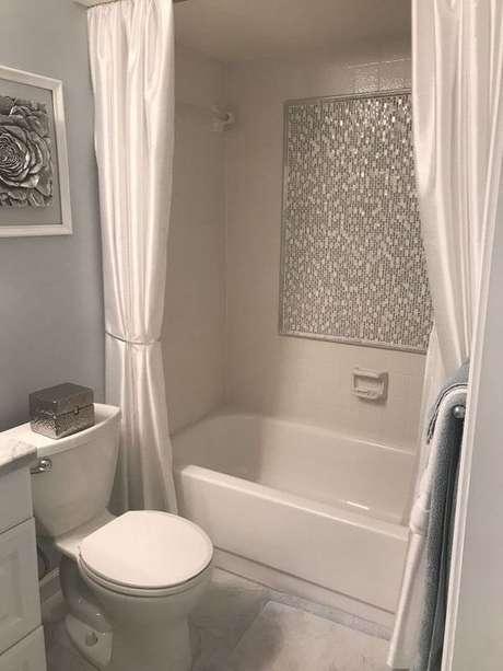 59. A cortina para banheiro pode ter materiais diferentes. Foto: Home Talk
