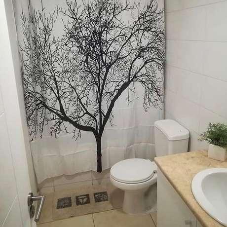 42. O modernismo também pode ser contemplado com a cortina para banheiro. Foto: Dicas Decor