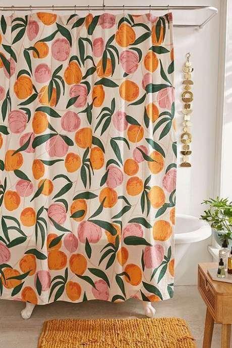 27. Estas laranjas deixam a cortina para banheiro muito mais bonita. Foto: Urban Outfitters