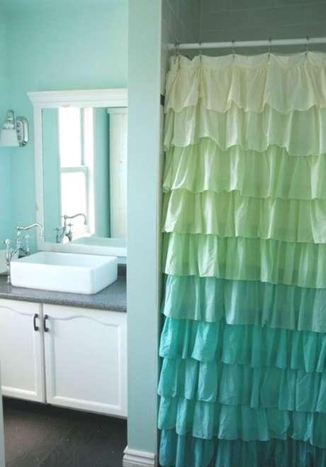 63. Sua cortina para banheiro pode ter até mesmo babados. Foto: Pinterest