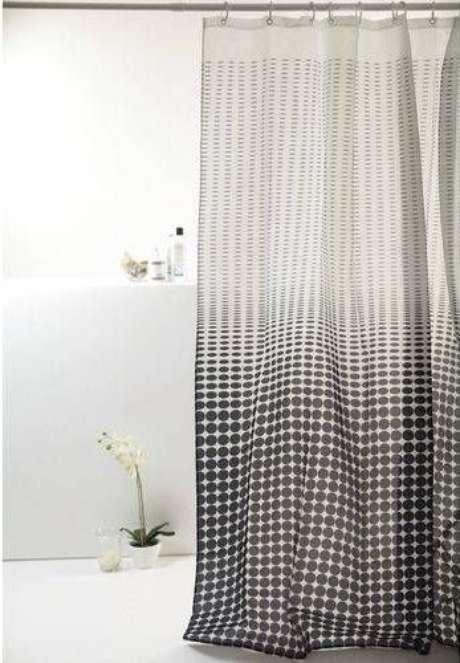 15. A cortina para banheiro não precisa ser muito elaborada para ser bonita. Foto: Americanas