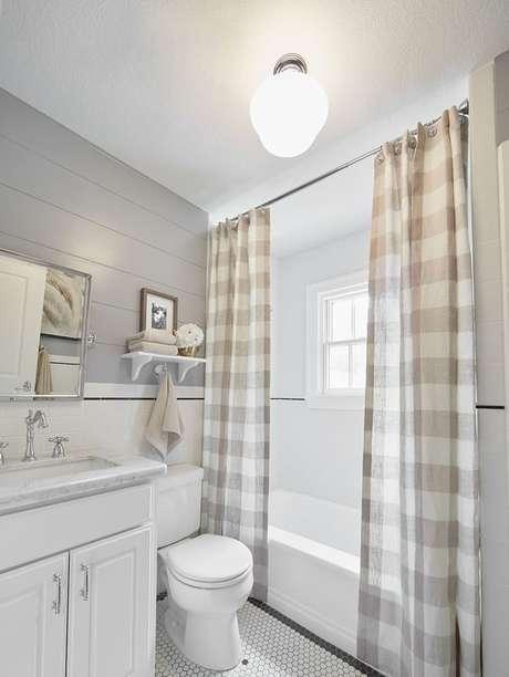 40. A cortina para banheiro pode oferecer muitos detalhes ao cômodo. Foto: Você Precisa Decor