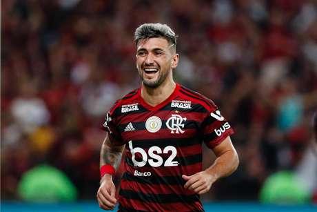 O uruguaio Arrascaeta, do Flamengo, comemora seu gol durante partida contra o Internacional, pelo Brasileirão