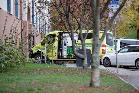 Ambulância parada após homem armado ser preso pela polícia em Oslo 22/10/2019 NTB Scanpix/Stian Lysberg Solum via REUTERS