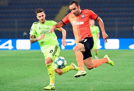 Shakhtar e Dinamo ficaram no 2 a 2 nesta terça-feira (Foto: Sergei SUPINSKY/AFP)