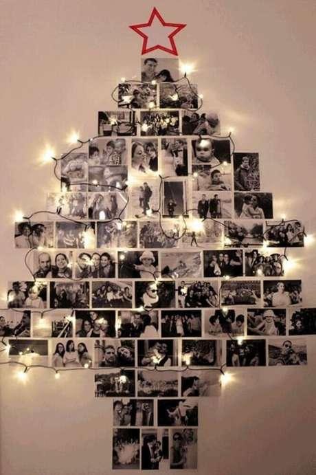 81. Ideia de enfeites de natal feito com fotos colocadas na parede. Foto: Yandex