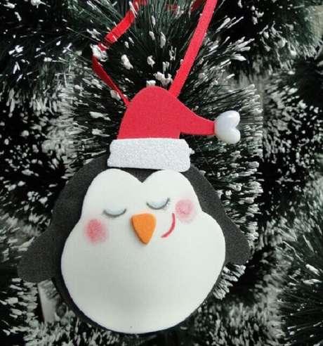88. Decore a árvore com enfeites de Natal delicados. Fonte: Casa e Construção