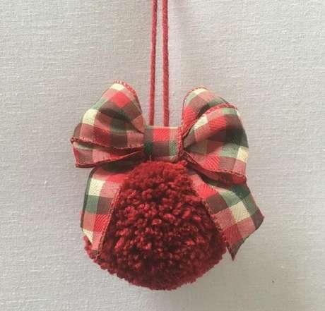 90. Enfeites de Natal feitos com pompom. Fonte: Rosamaria Cunha Bebê