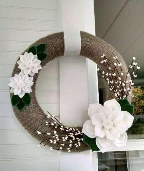 58. Guirlandas são enfeites de natal que também pode ser usadas na decoração de parede. Foto: Etsy