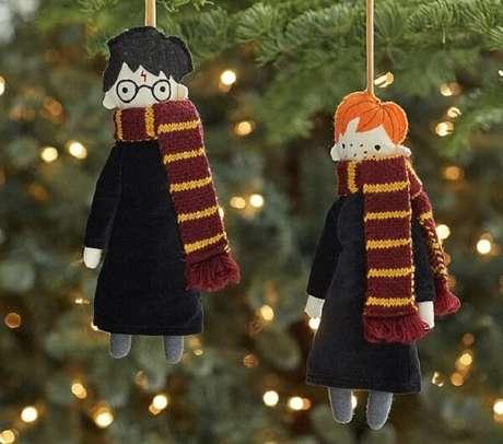 96. Enfeites de natal que se inspiram nos personagens do filme Harry Potter. Fonte: Pinterest