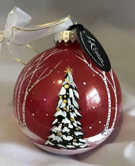 71. Invista em modelos de bolas natalinas diferentes. Foto: Etsy