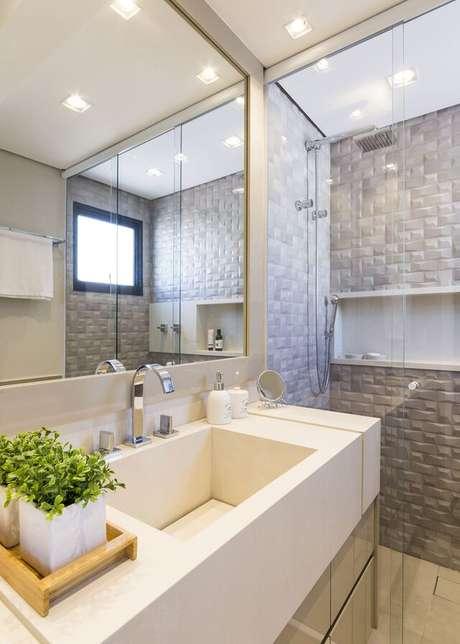 21. O box do seu banheiro pode ter uma boa parede 3D. Projeto de Lívia Cavalca