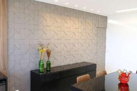 32. É interessante usar a parede 3D como elemento decorativo. Projeto de Mutabile Arquitetura e Design Gráfica