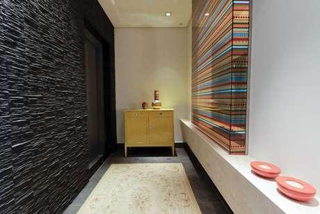 7. A parede 3D pode estar em diferentes cômodos. Projeto de Marli Assis