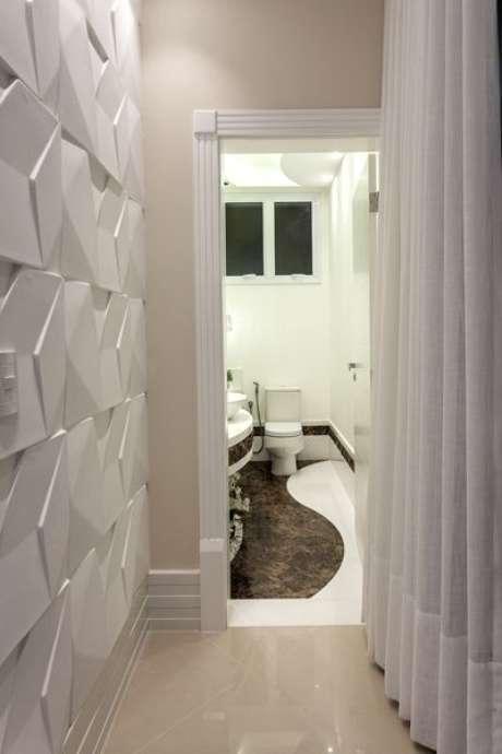 15. A parede 3D pode ser o elemento coringa da sua decoração. Projeto de Aquiles Nicolas Kilaris