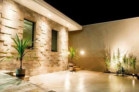 30. A fachada da sua casa pode contar uma parede 3D. Foto: Revista Viva Decora.