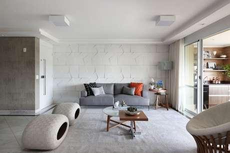 40. Ambientes com bastante espaço são preenchidos pela parede 3D. Projeto de Bianchi & Lima Arquitetura
