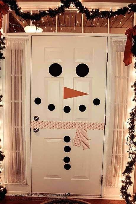80. Varanda decorada com enfeites de natal. Foto: Wood Save