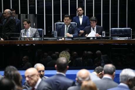 Davi Alcolumbre coordenou a sessão no plenário do Senado para votação dos destaques ao texto da Previdência.