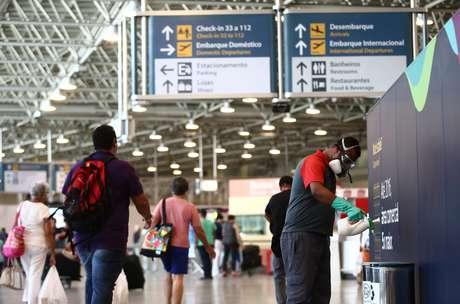 Movimentação no Aeroporto Internacional do Rio de Janeiro - Antônio Carlos Jobim (Galeão), localizado na Ilha do Governador, na zona norte da cidade.